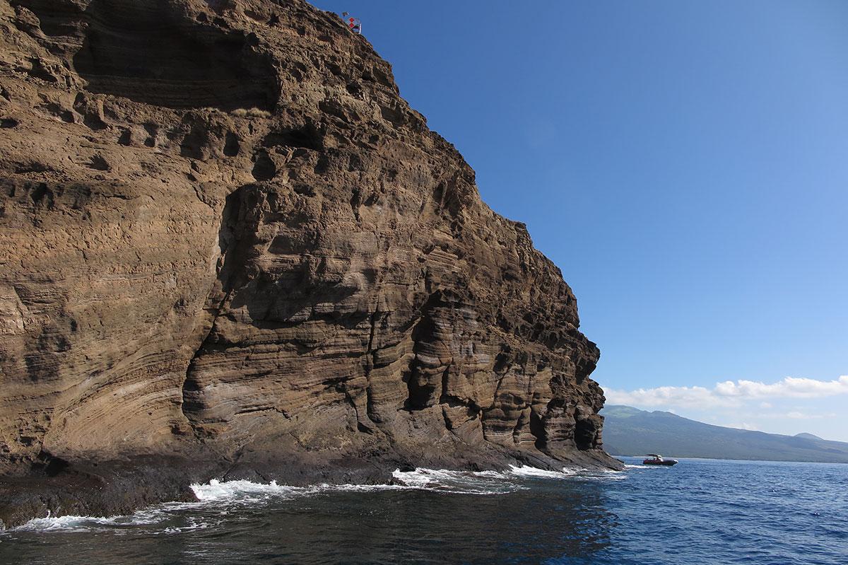 molokini-back-wall-snorkel-scuba-tours